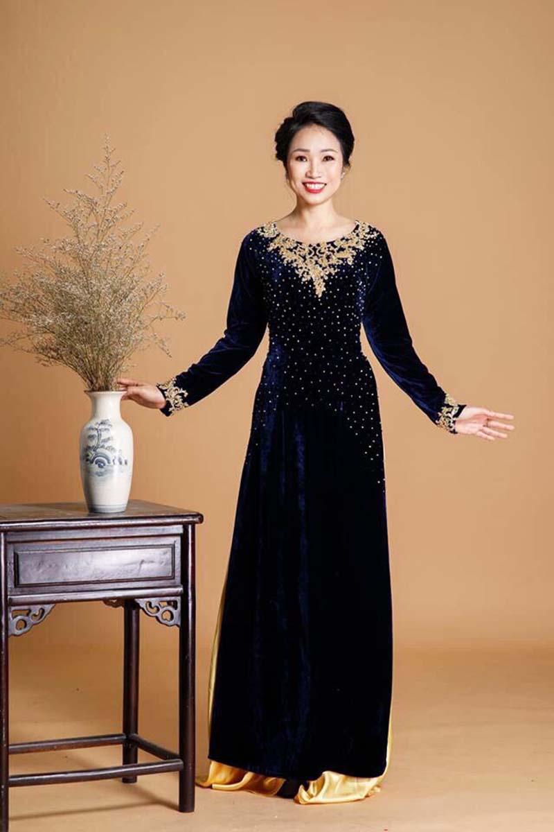 áo dài trung niên đen