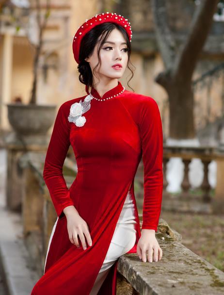 áo dài đỏ nhung